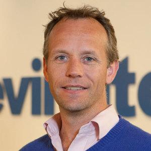 Headshot Maarten Plesman